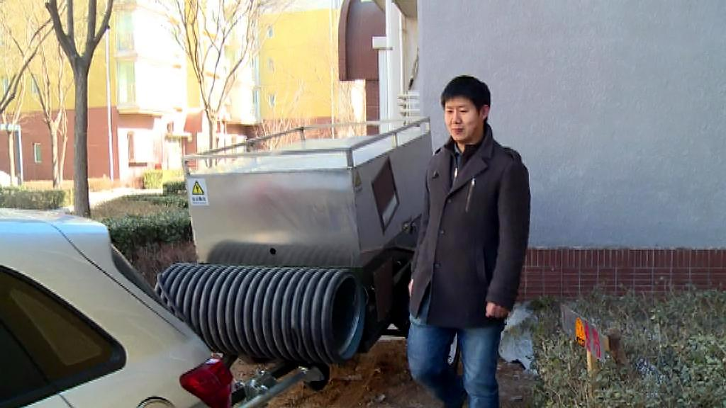 Čínští majitelé elektromobilů často vozí přívěs s benzinovým generátorem