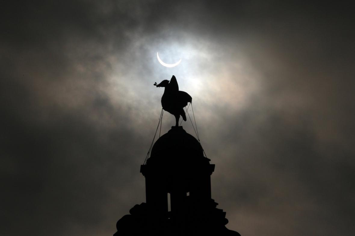 Zatmění Slunce nad Liverpoolem