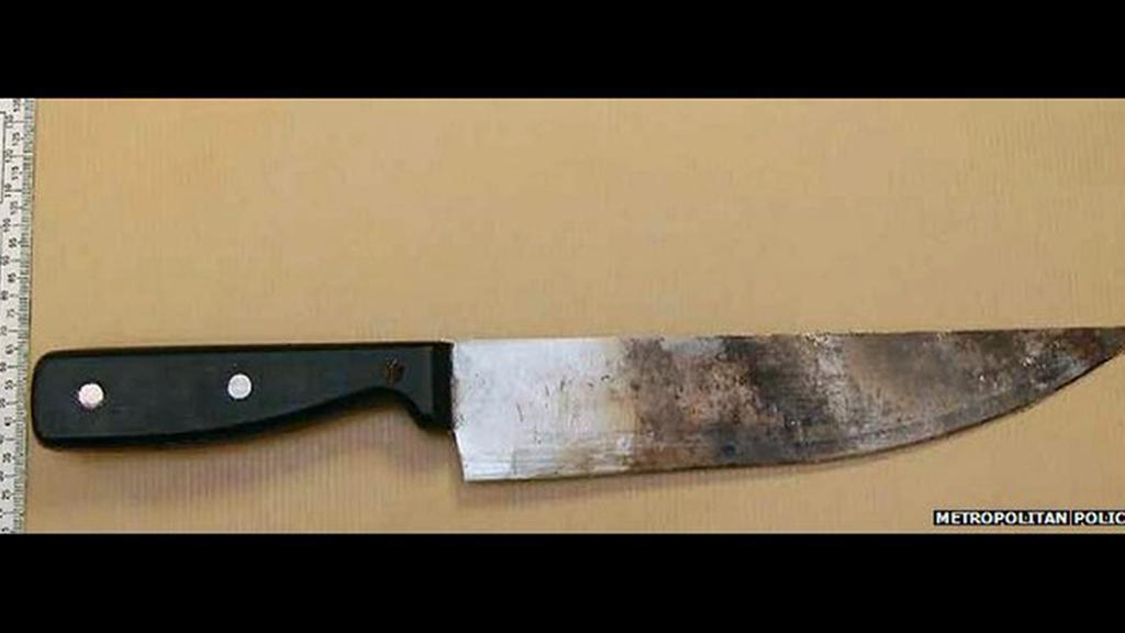... a nůž, kterým chtěl údajně spáchat vraždu