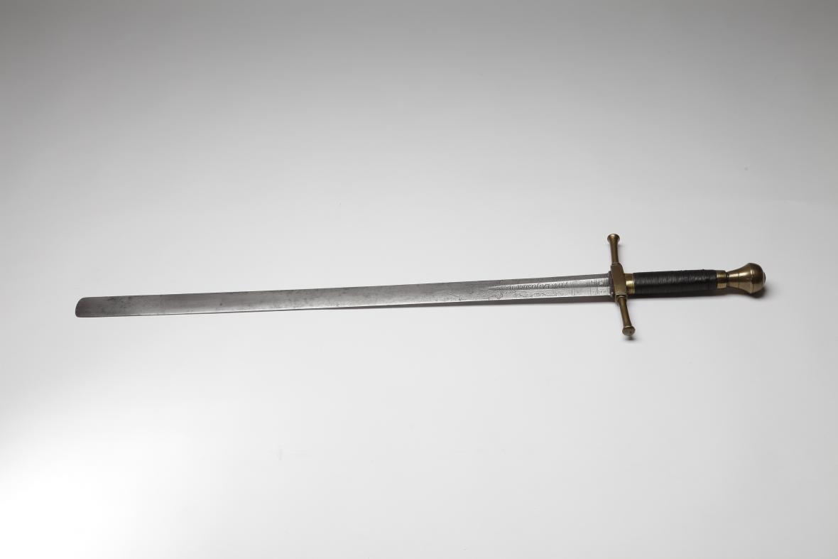 Popravčí meč s nápisem z roku 1720