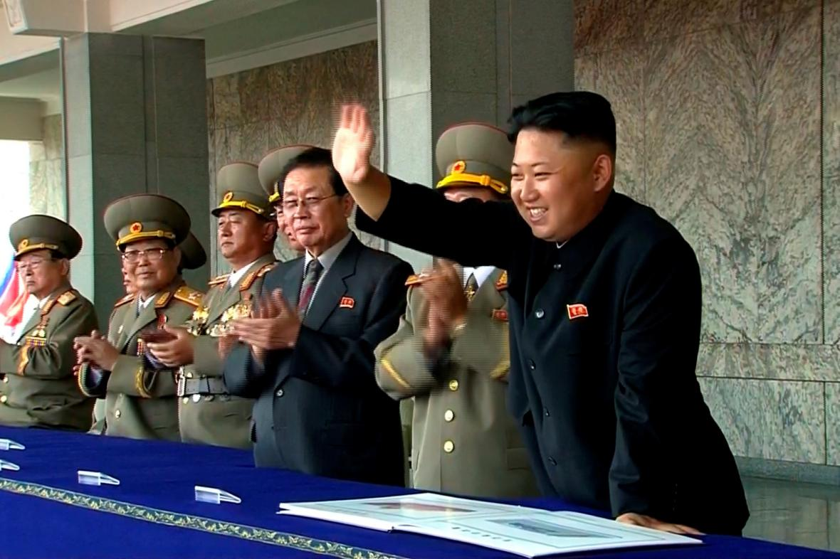 Kim Čong-un se rád ukazuje na vojenských přehlídkách