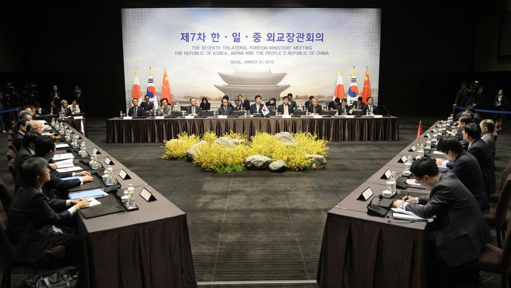 Diplomacie Koreje, Číny a Japonska společně zasedla po třech letech