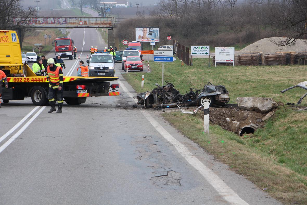 Následky tragické dopravní nehody na Znojemsku