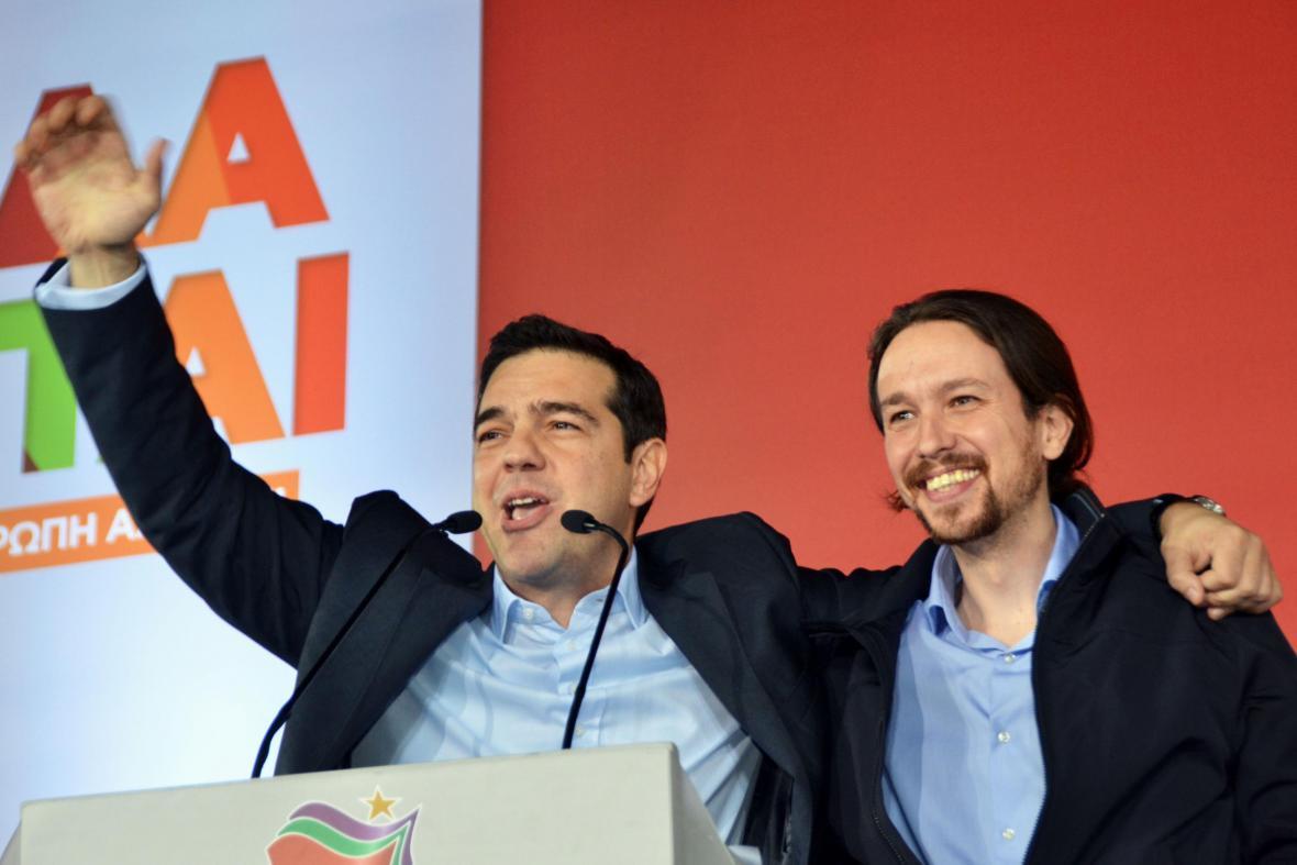 Pablo Iglesias (Podemos) s lídrem řeckého krajně levicové strany Syriza Alexisem Tsiprasem