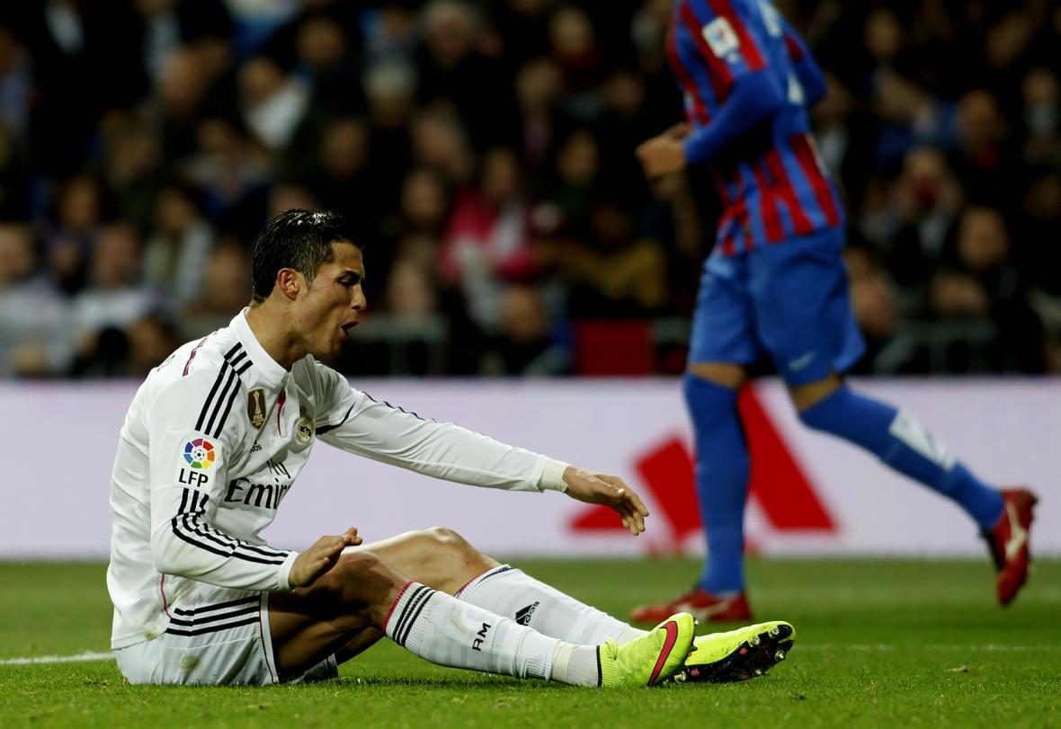 Portugalský útočník Cristiano Ronaldo si stěžuje na promarněnou příležitost