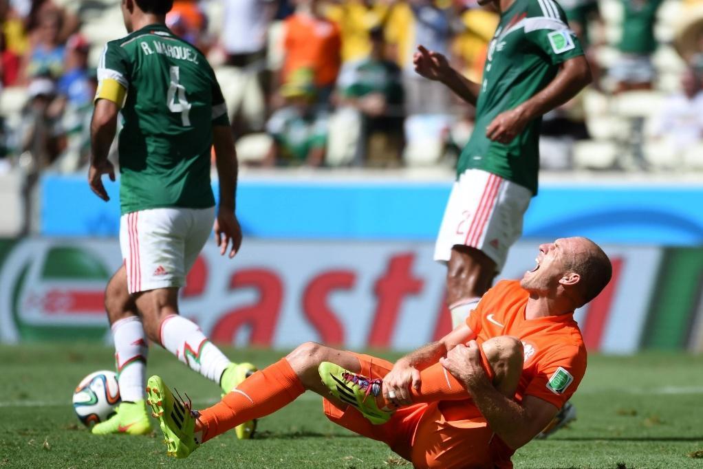 Arjen Robben zákrokům Mexičanů přidával