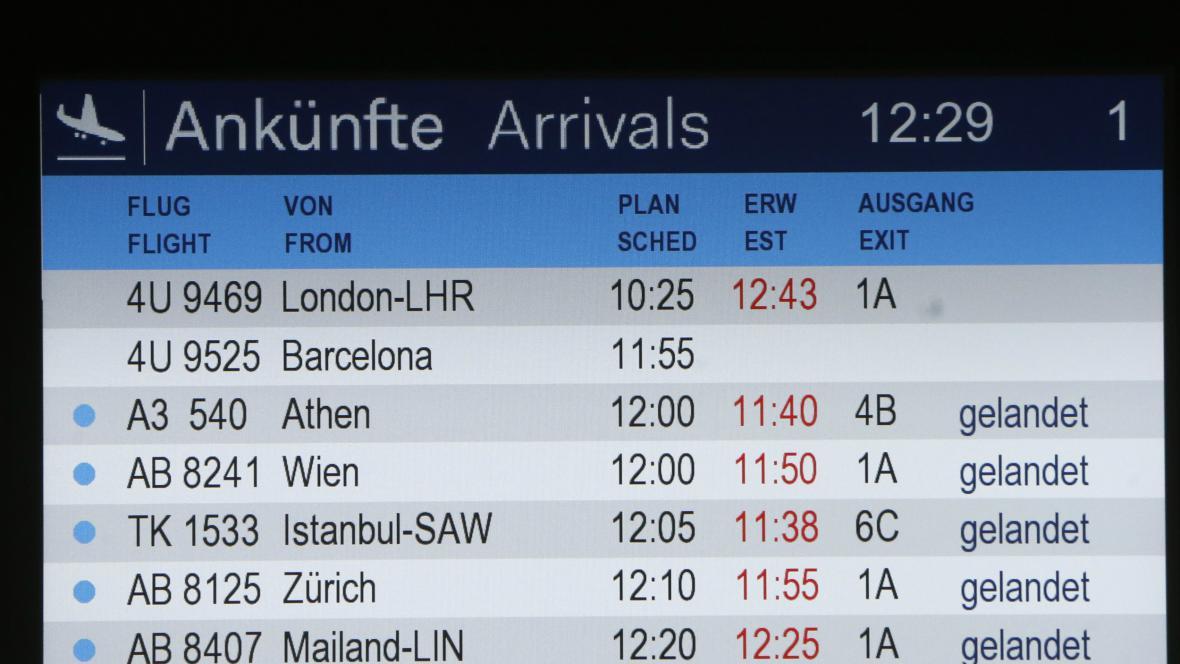 Příletová tabule letiště v Düsseldorfu