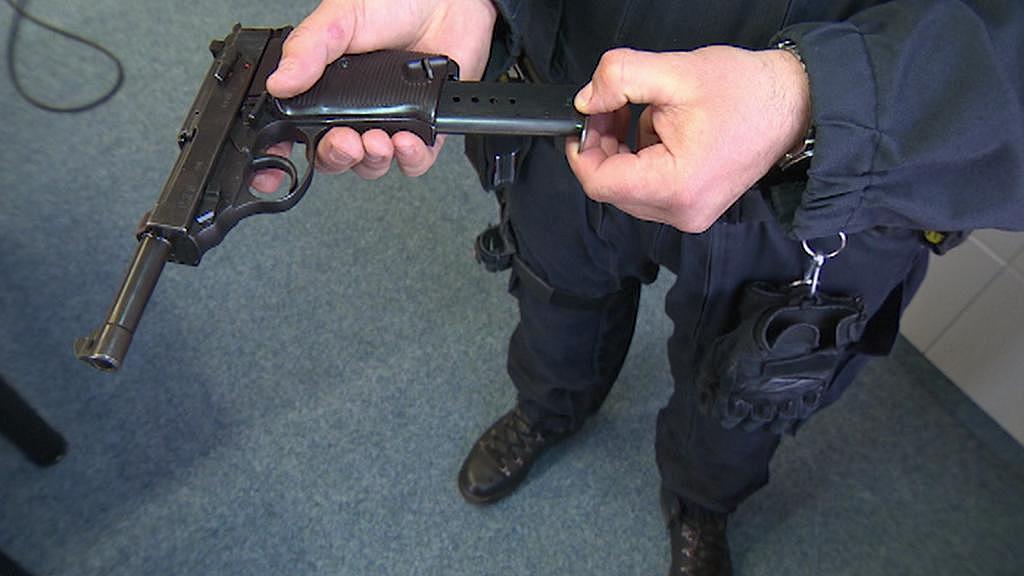 Muž měl německou pistoli