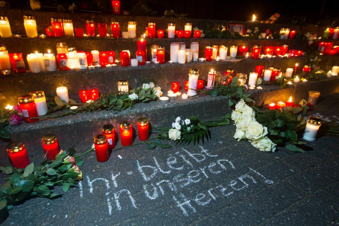 Pieta za německé studenty, kteří zahynuli po pádu letadla ve francozských Alpách