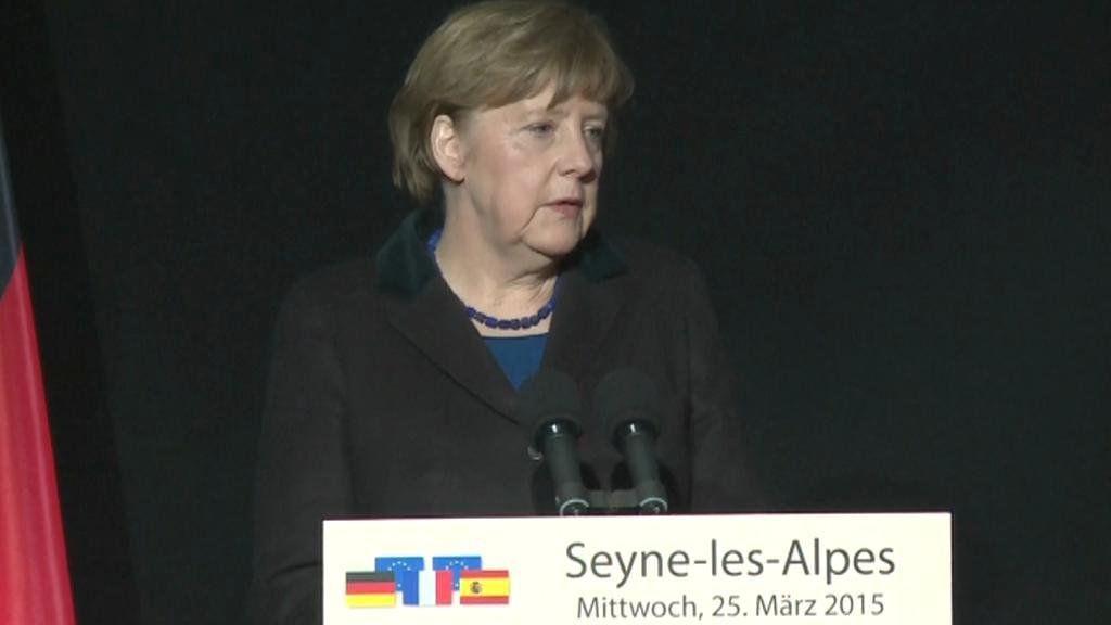 Merkelová poděkovala Francouzům za pomoc při vyšetřování tragédii