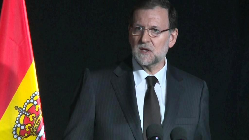 Rajoy na tiskové konferenci s Merkelovou a Hollandem