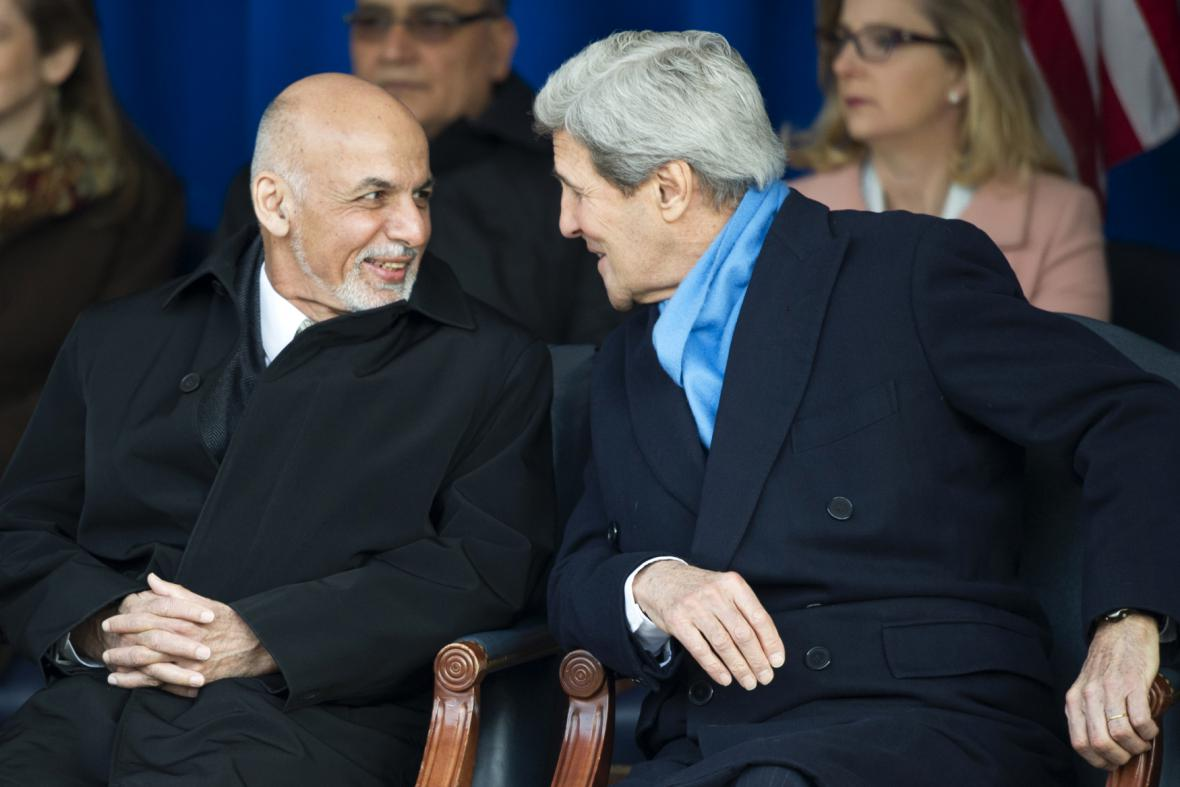 Ašraf Ghaní s Johnem Kerrym