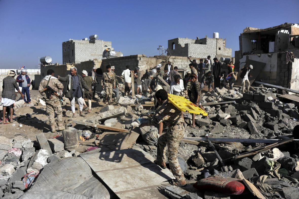 Následky bombardování v Jemenu