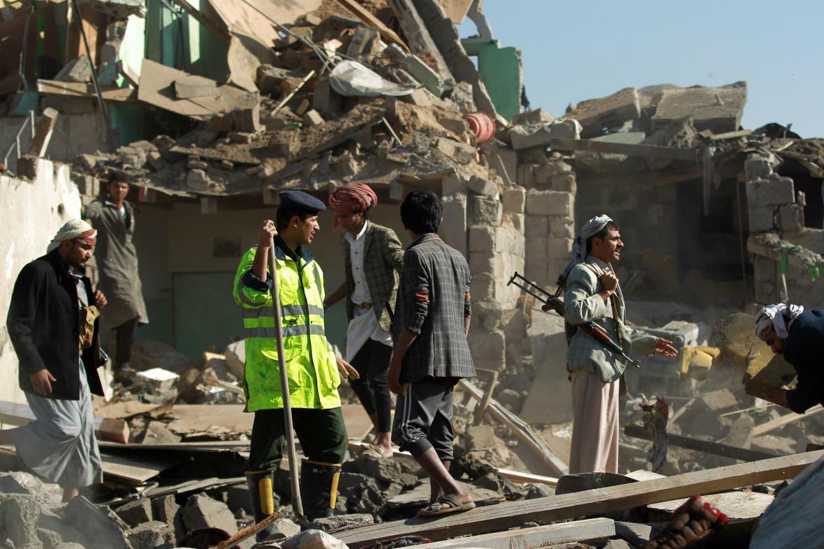 Následky bombardování Saná