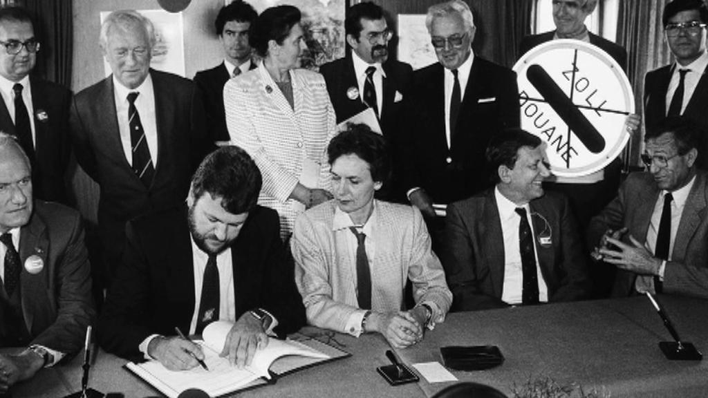 Archivní snímek podpisu Schengenské smlouvy v roce 1985
