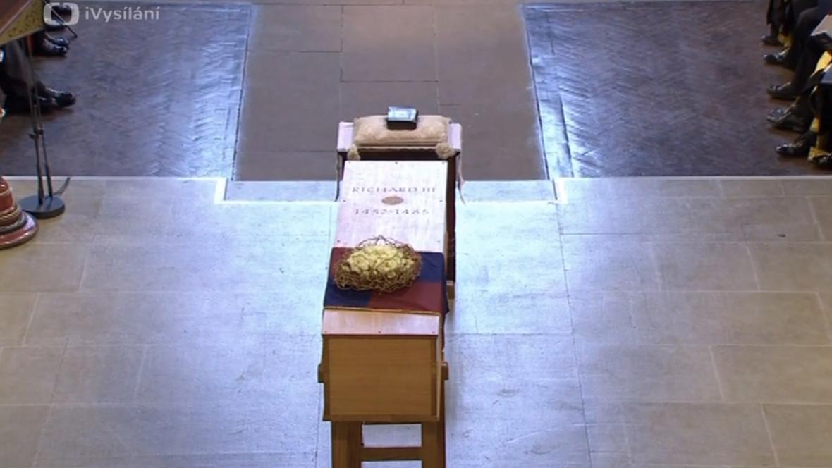 Rakev s ostatky Richarda lll. v katedrále v Leicesteru