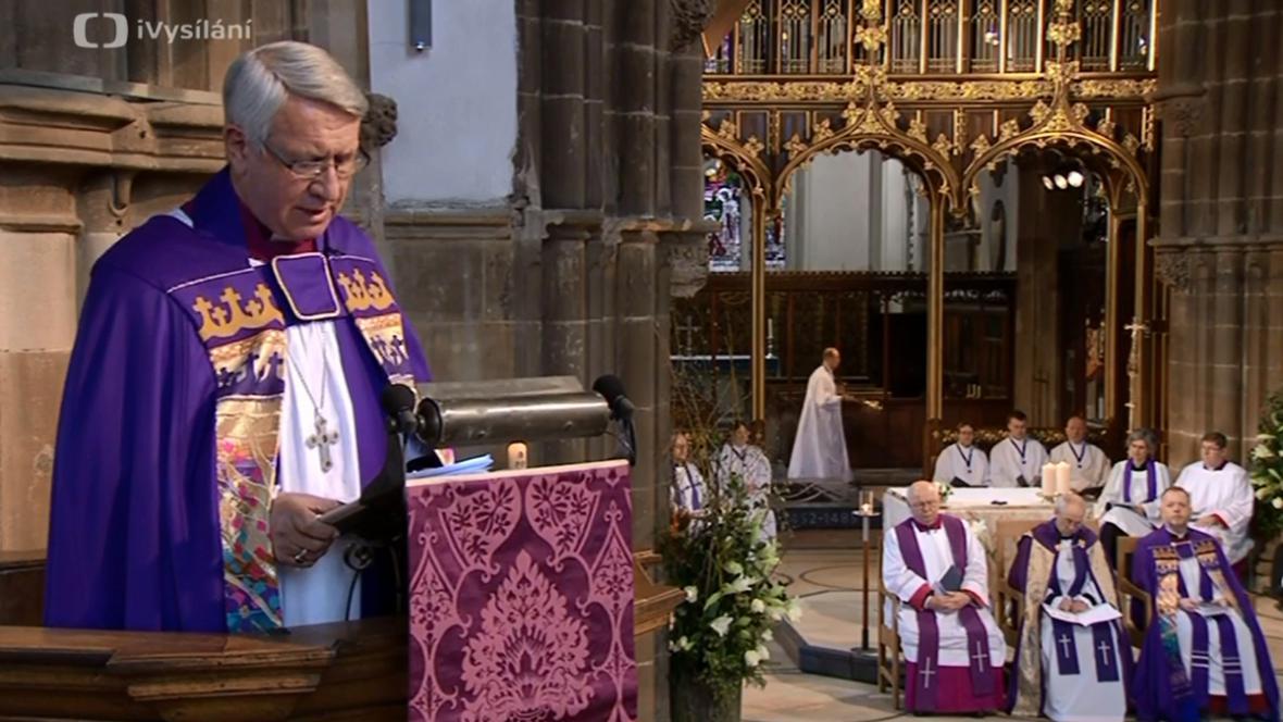 Bohoslužba na počest Richarda lll. v katedrále v Leicesteru
