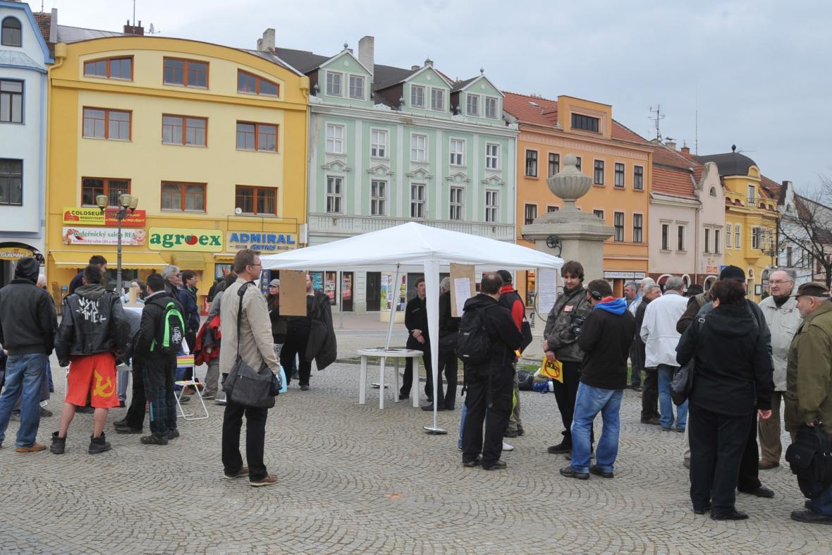 Protestní shromáždění proti přenocování vojáků NATO ve Vyškově