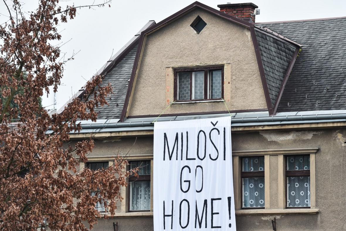 Miloši, go home, vzkázali v Turnově prezidentovi