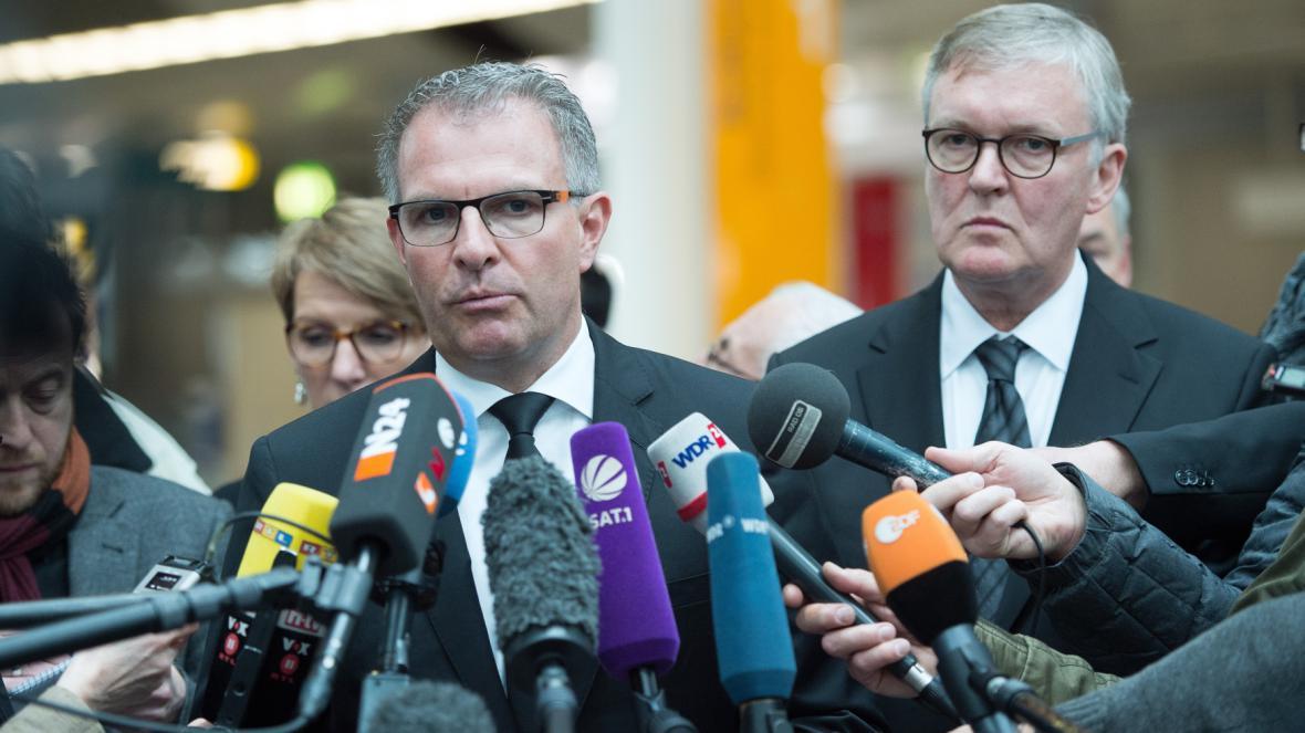 Šéf Lufthansy Carsten Spohr a ředitel Germanwings Thomas Winkelmann