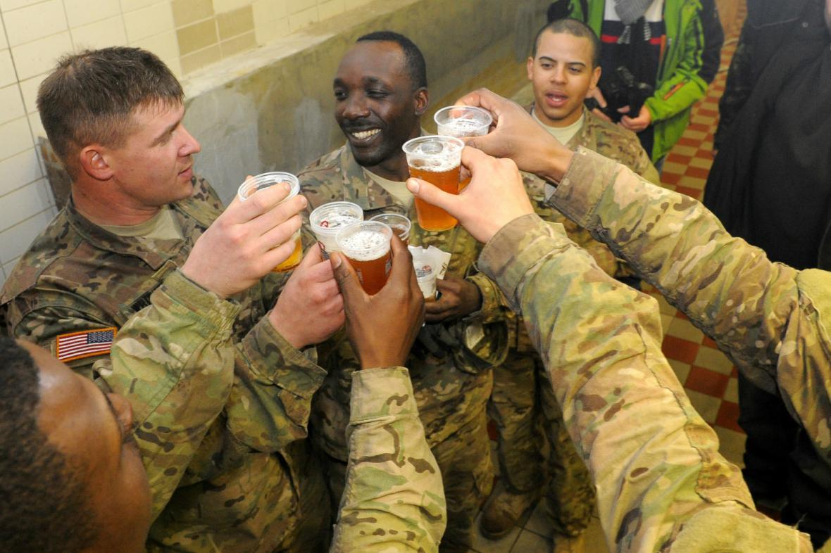 Američtí vojáci navštívili pardubický pivovar