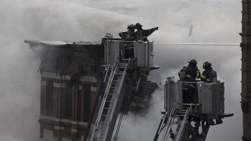 Hasiči likvidují následky exploze v centru Manhattanu