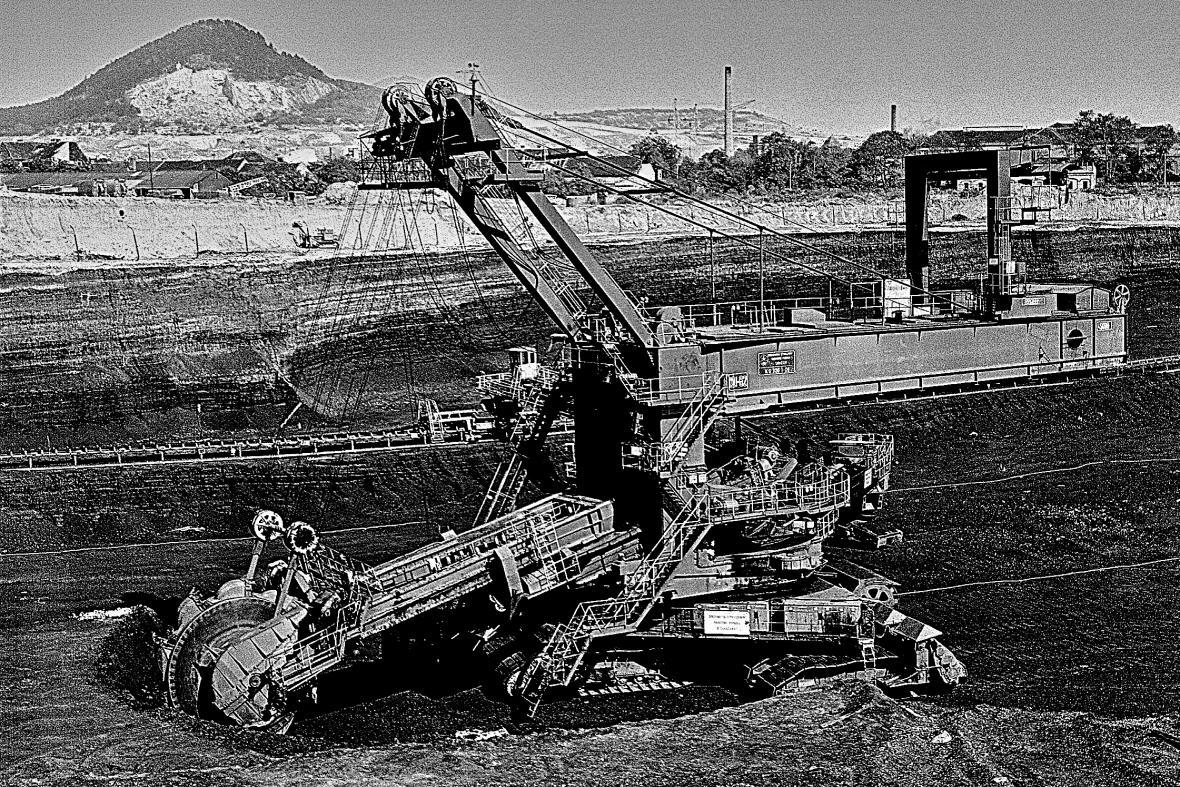 Fotografie z roku 1972 - těžba v místě zlikvidované historické části Mostu