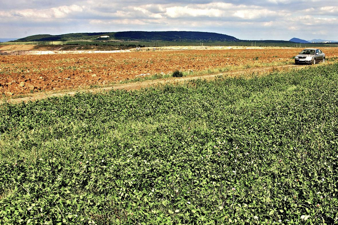 Fotografie z roku 2012 - území dnes využívají zemědělci