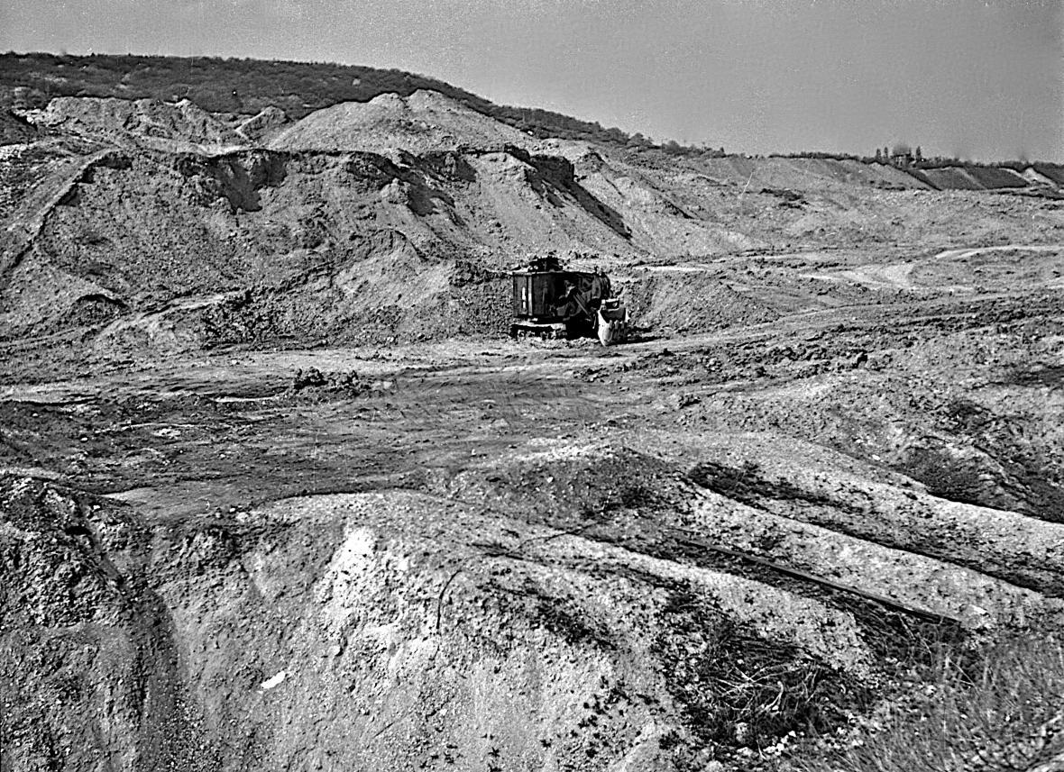 Fotografie z roku 1972 - výsypka lomu Slatinice