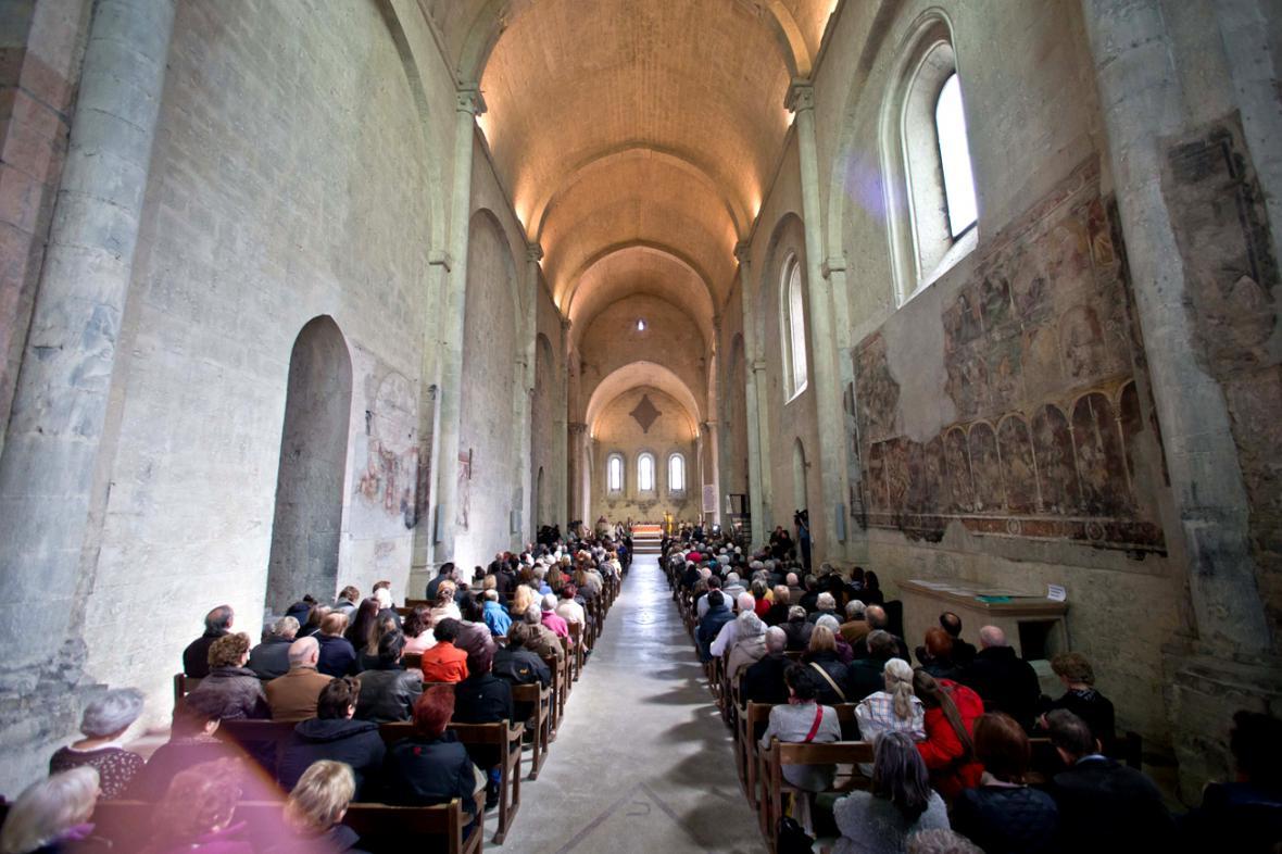 Mše za oběti letecké tragédie v katedrále Notre-Dame-du-Bourg v Digne-les-Bains