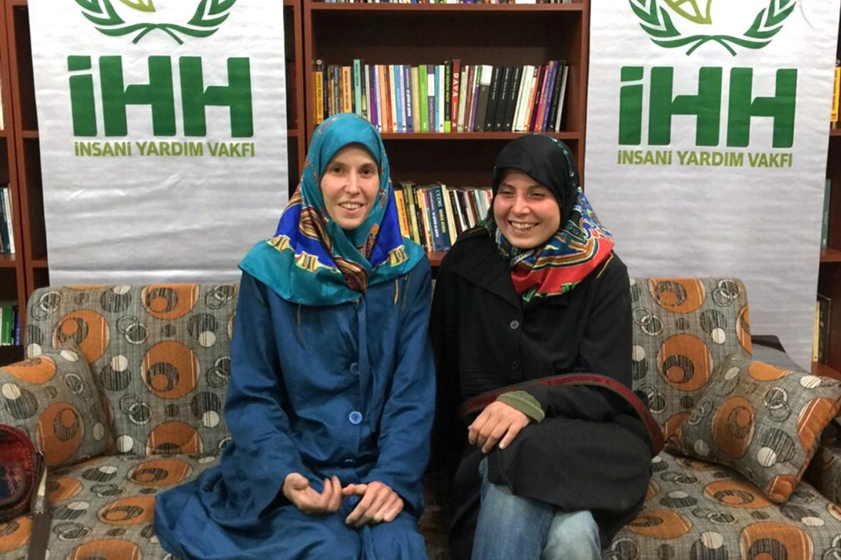Antonie Chrástecká a Hana Humpálová krátce po propuštění ze zajetí