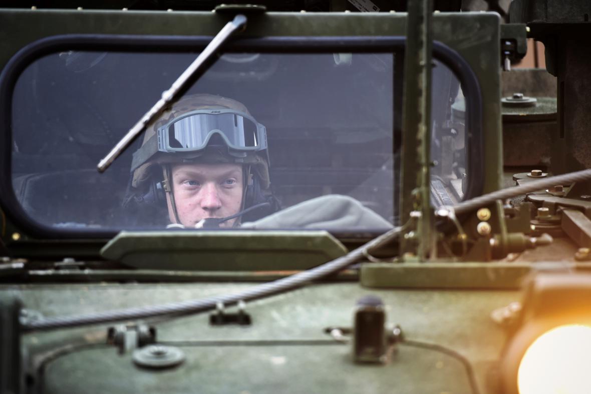 Americký vojenský konvoj v libereckých kasárnách