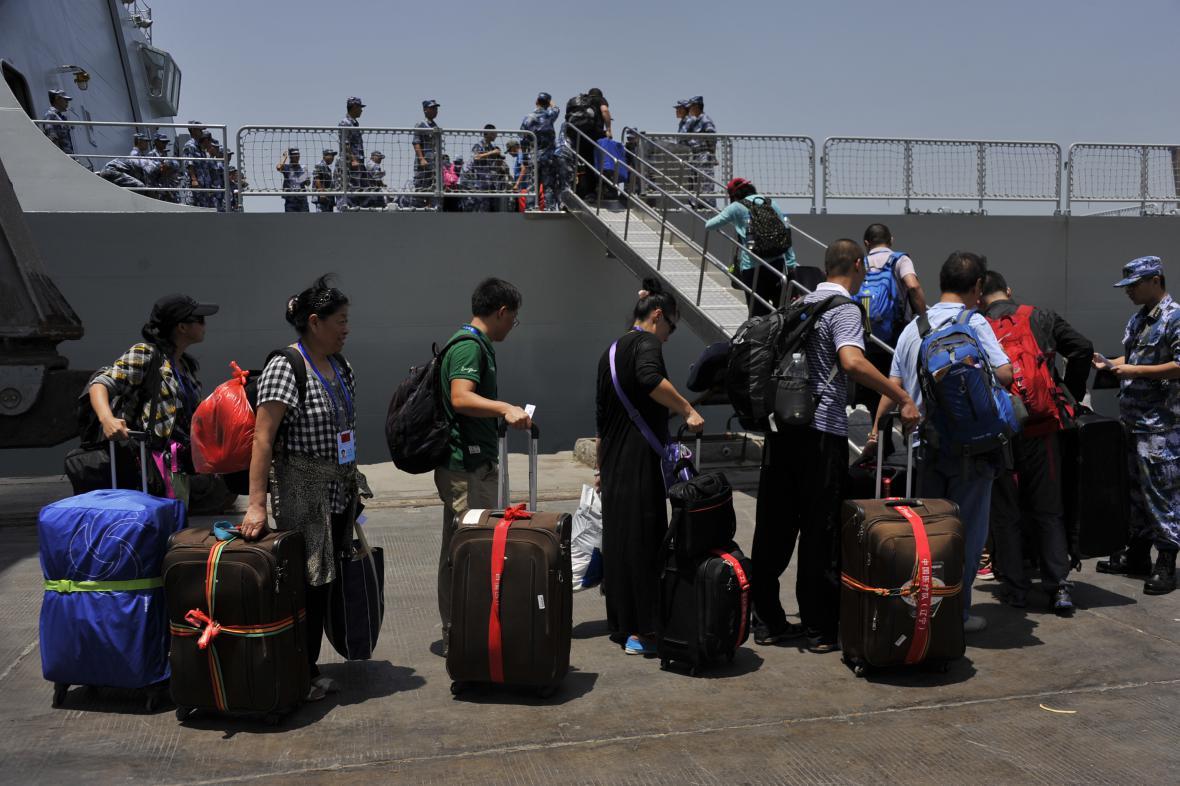 Z Jemenu jsou evakuovány stovky lidí