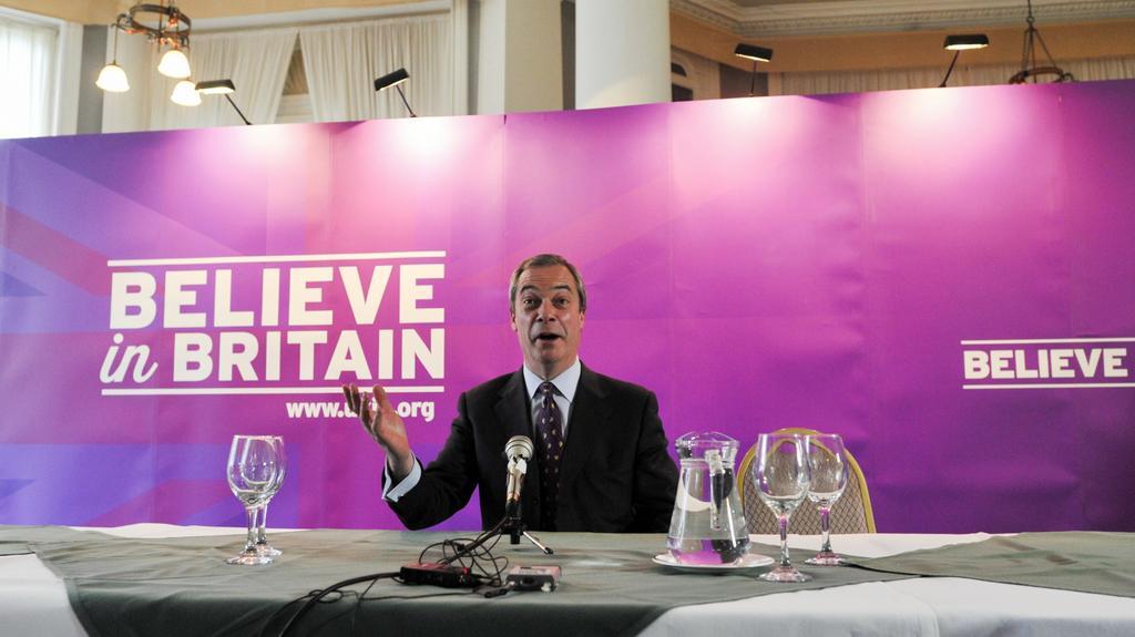 Lídr UKIP Nigel Farage doufá, že mu úsměv vydrží po volbách nejdéle