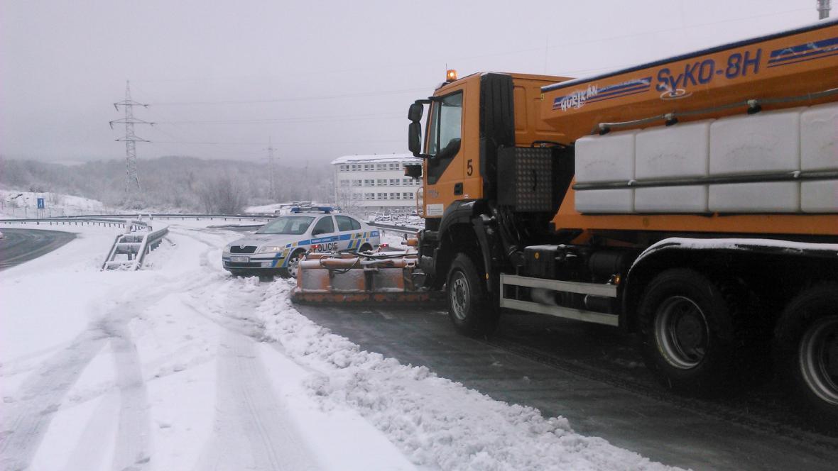 Dopravu od úterního rána komplikuje sníh