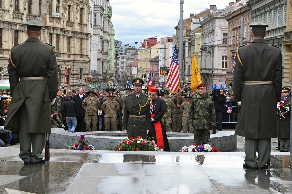 Uctění památky amerických a belgických vojáků u pomníku Díky, Ameriko v Plzni