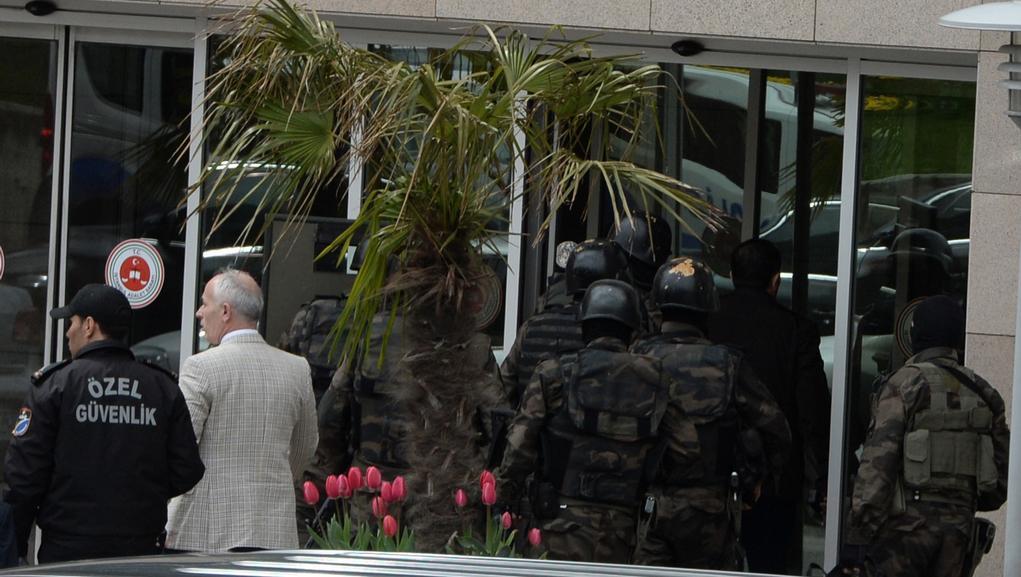 Speciální jednotky obklíčily soudní budovu v Istanbulu