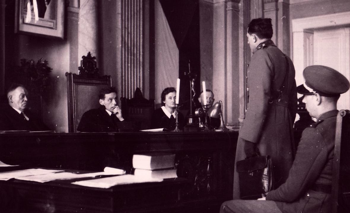 Momentka zjednání Mimořádného lidového soudu vMostě, kde se projednával i případ smrti Johna Bankse