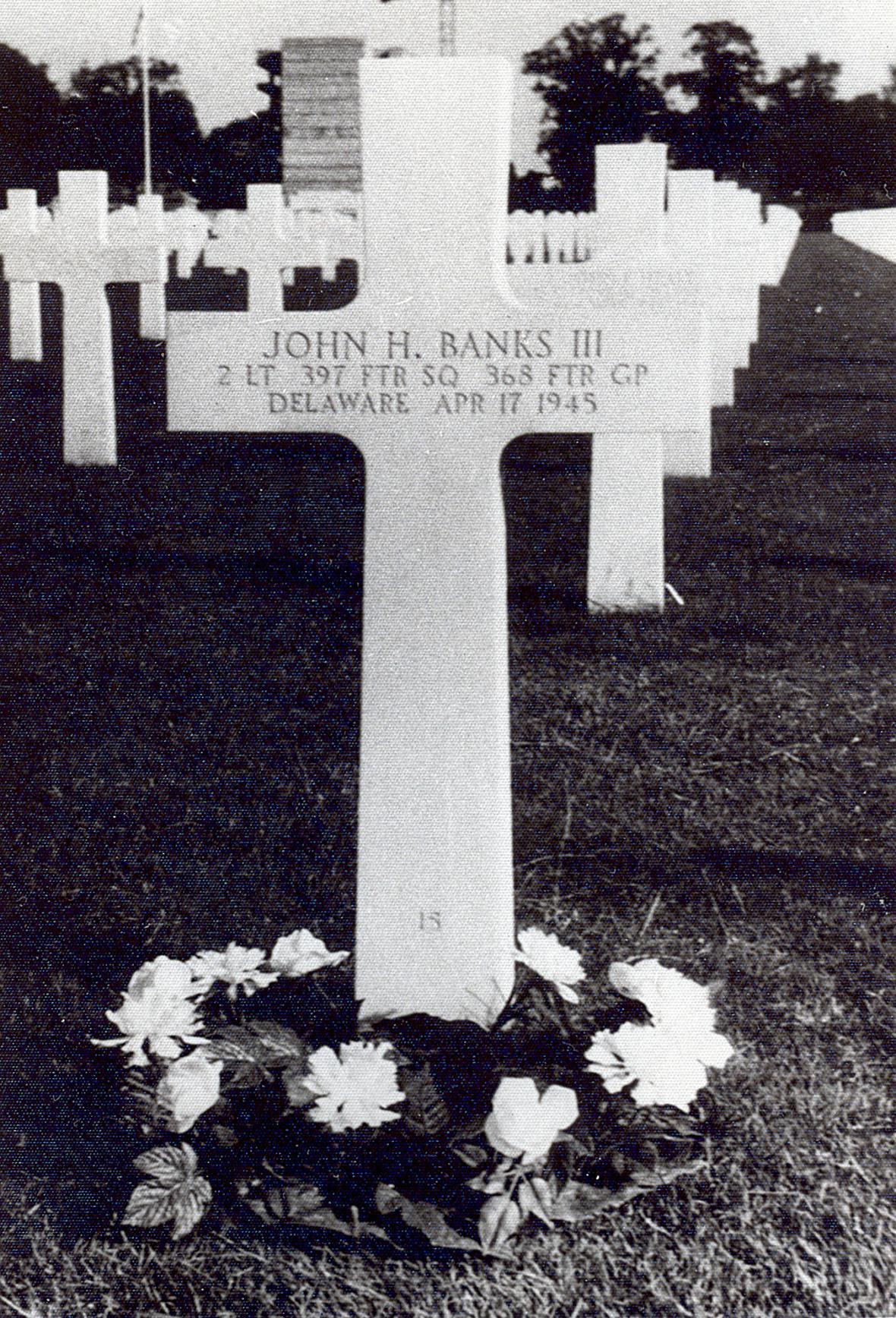 Hrob Johna Bankse na americkém vojenském hřbitově u Neuville-en-Condroz v Belgii