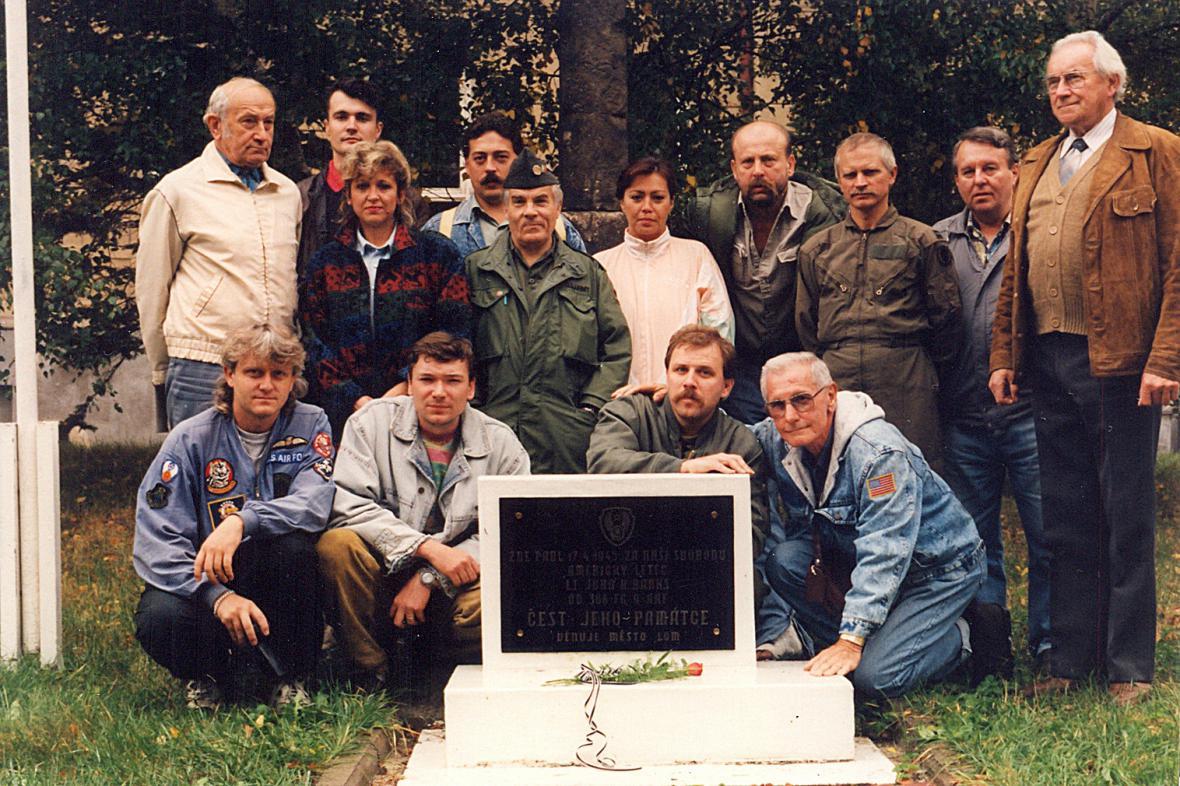 Pomník byl obnoven v roce 1990, ale s mylnými údaji