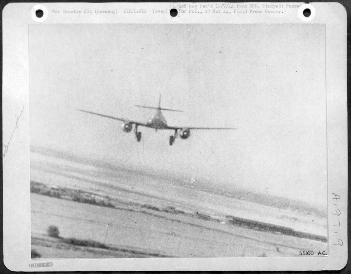 Podobný pohled se naskytl poručíku Hoelscherovi při útoku na Me 262 25. dubna 1945 nad Prahou