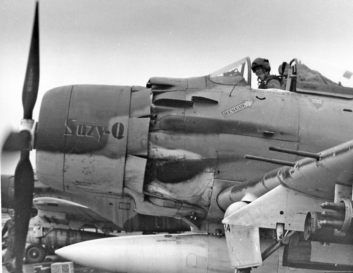 William B. Hoelscher ve svém letounu A-1E Skyrider během působení ve Vietnamu