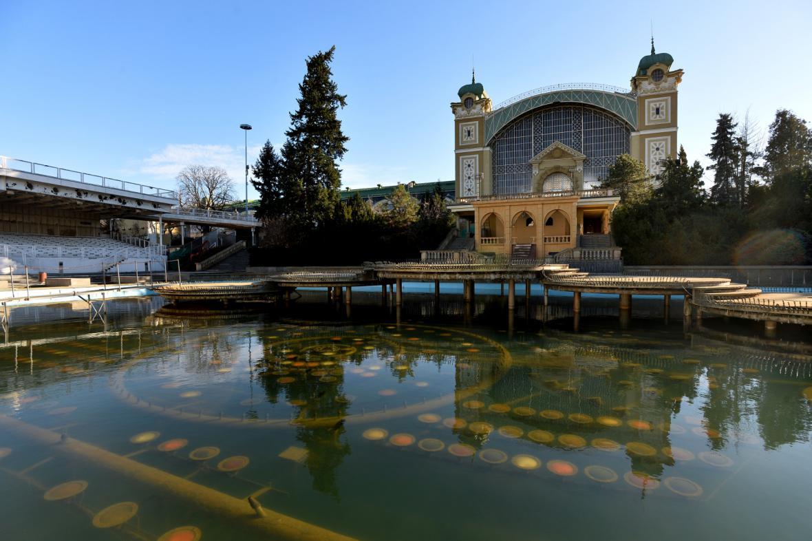Křižíkova fontána a Průmyslový palác