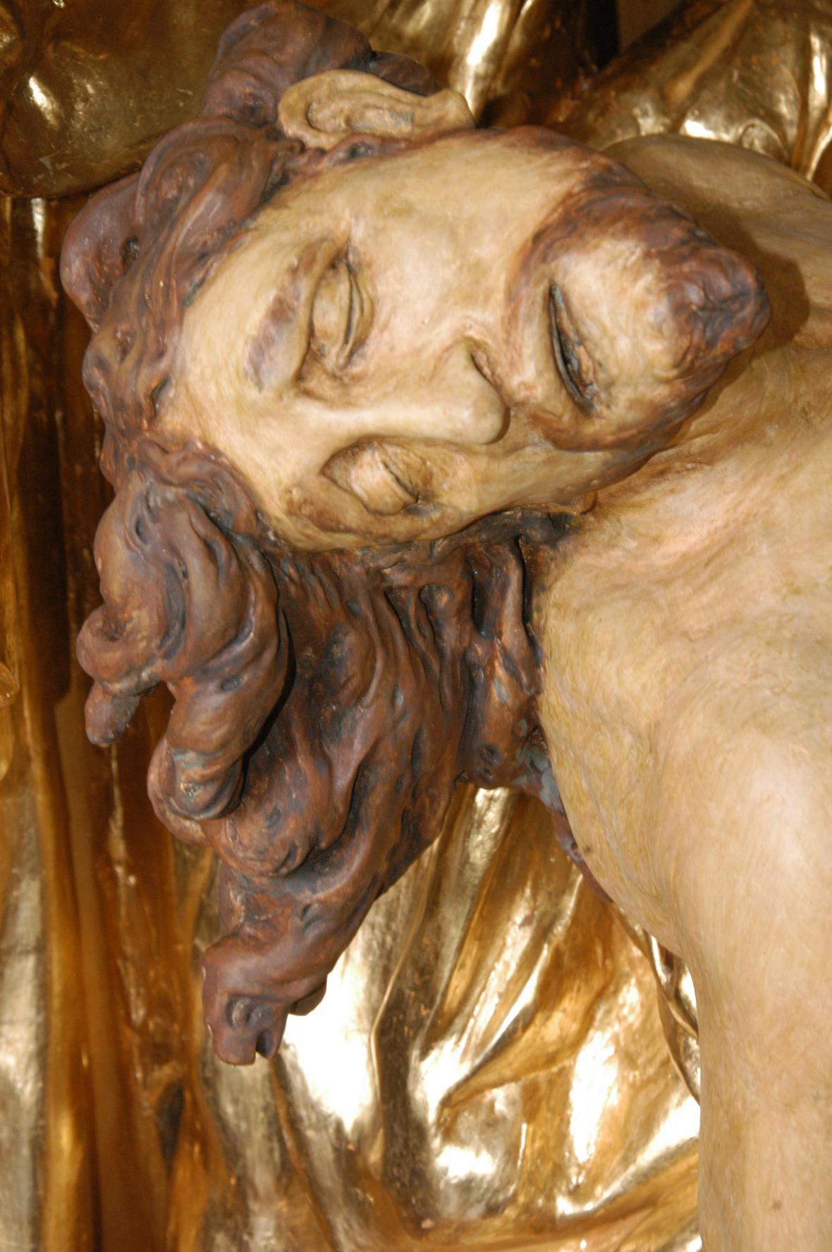 Restaurování sochy J. A. Heinze Oplakávání