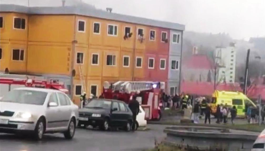 Požár montovaného domu ve Vsetíně