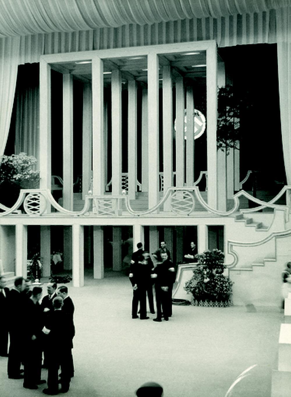 Výzdoba plesu v opeře od Josefa Hoffmana a Oswald Haerdtl, 1939