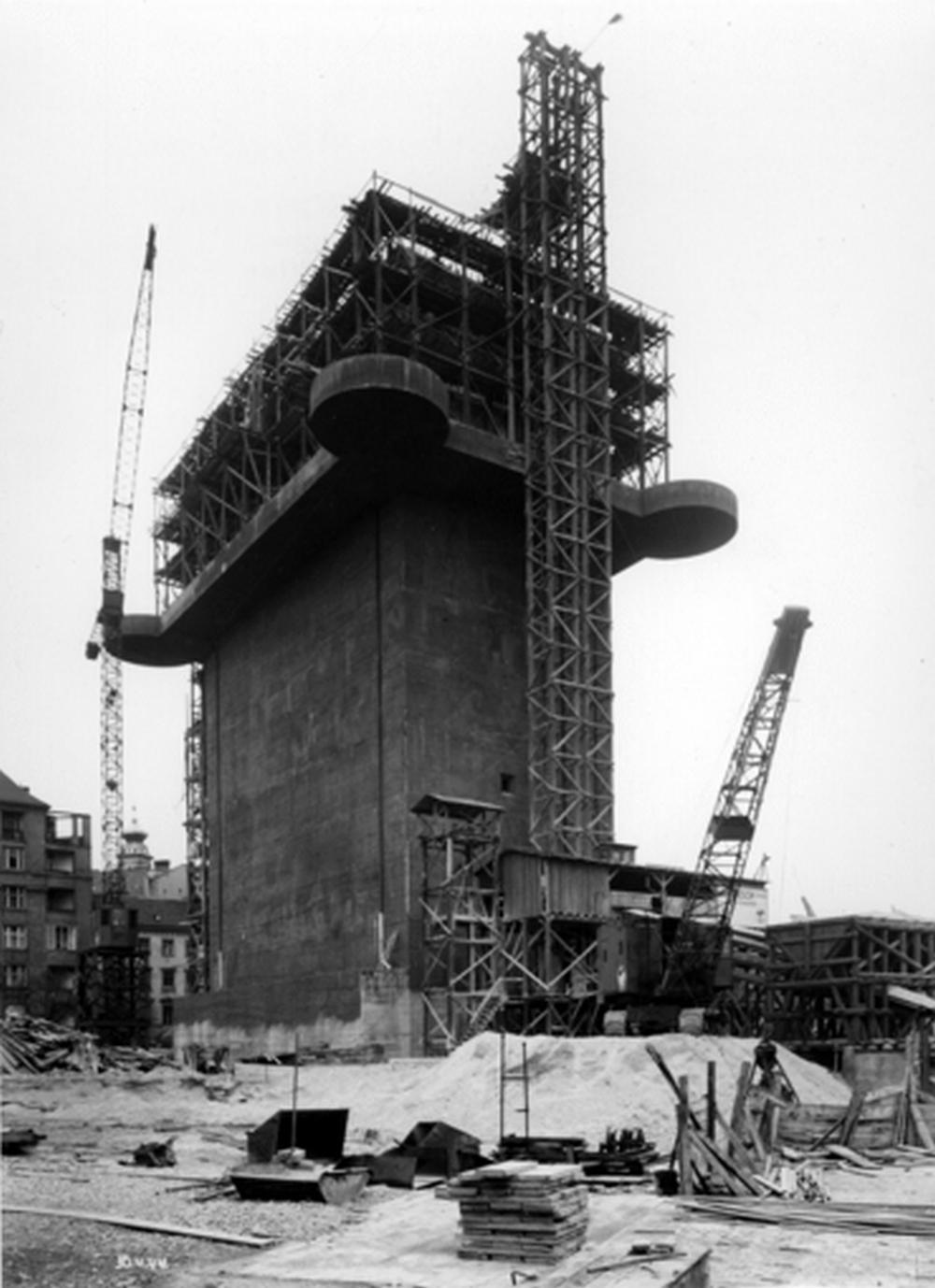 Stavba bunkru a dělostřelecké věže v Esterházyho parku, 1944