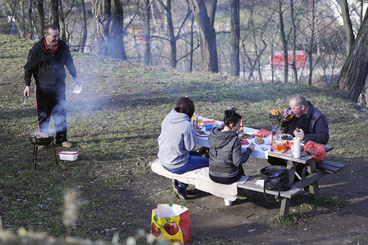 Grilování v parku