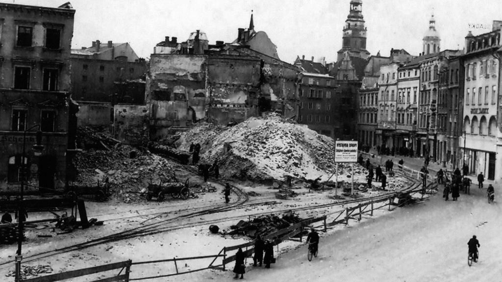 Z výstavy Mrtvé město – Opava 1945