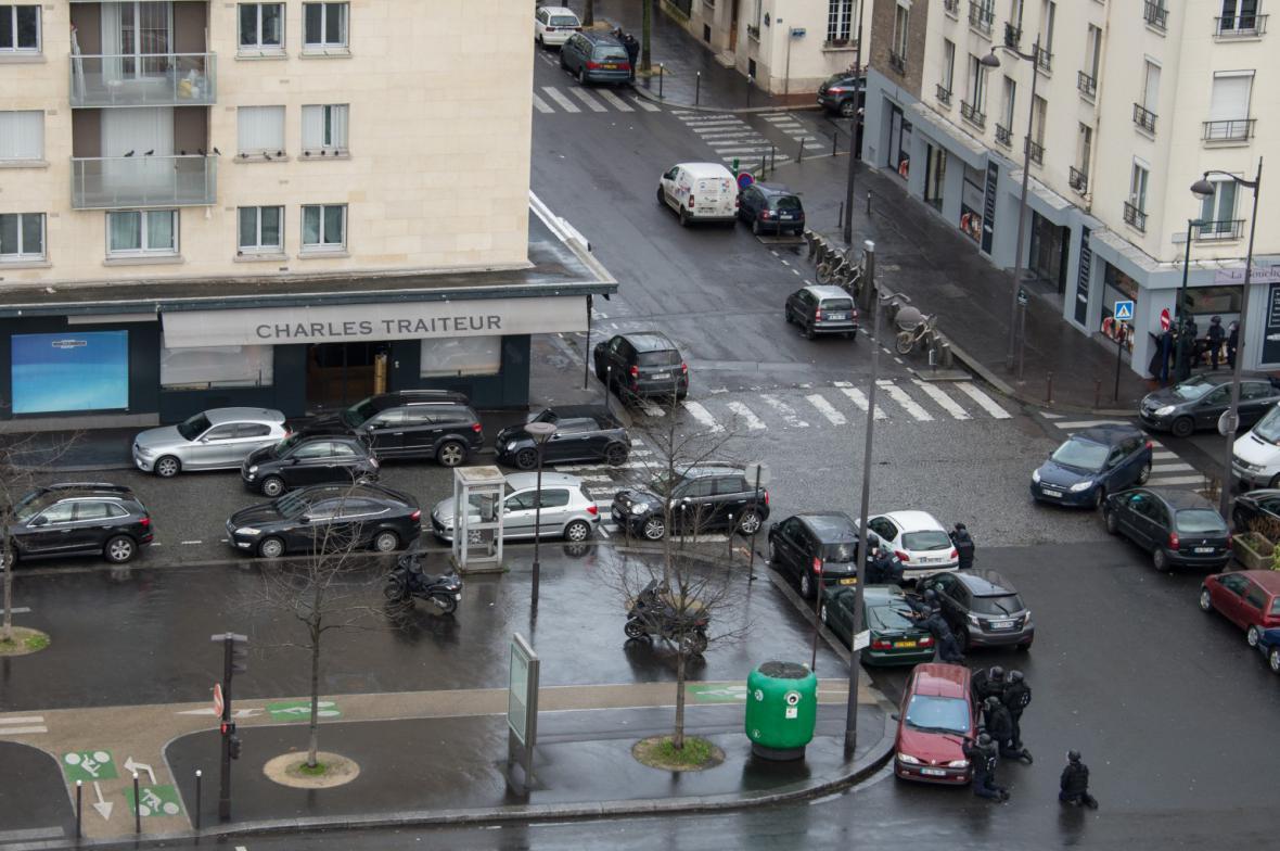 Policisté zasahují na východě Paříže